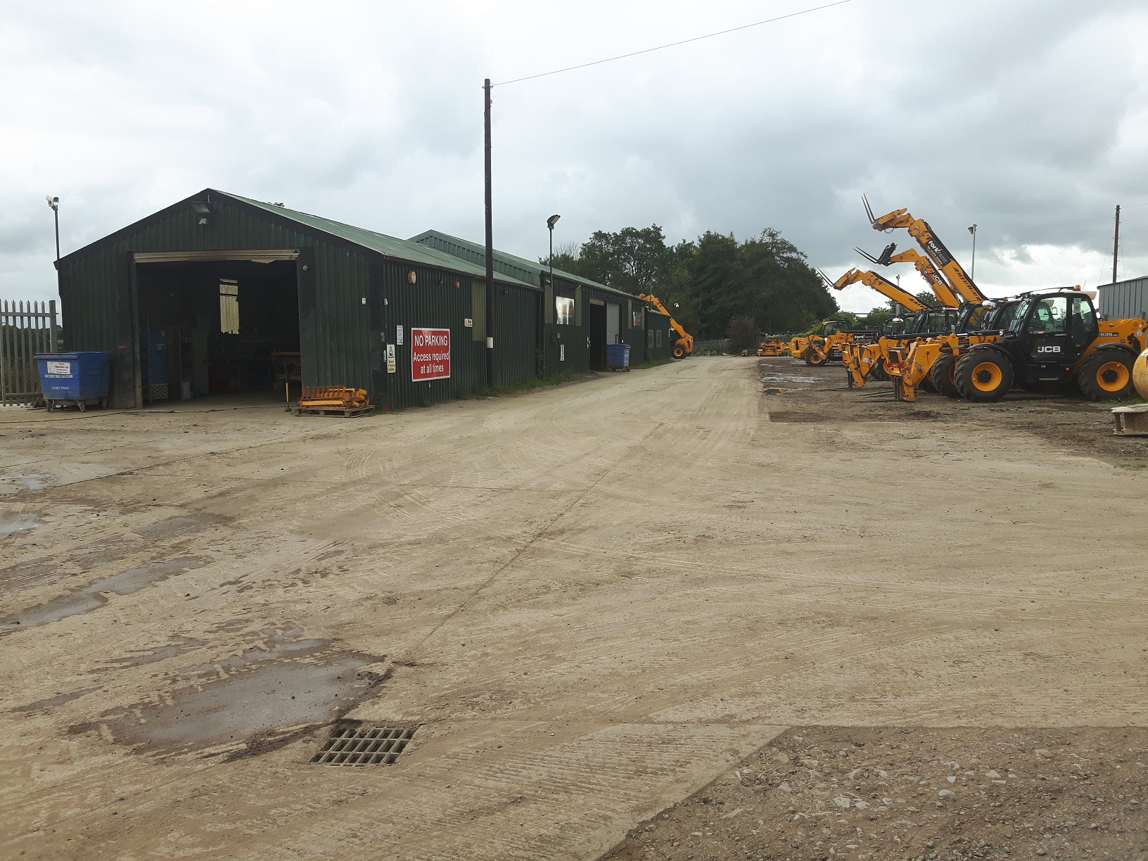 Workshop site offers occupiers one-acre yard near the M4